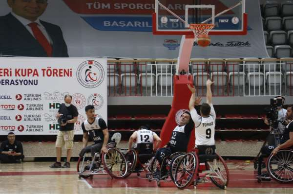 Tekerlekli Sandalye Basketbol Süper Liginde şampiyon İzmir Büyükşehir Belediyespor