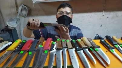 Kurban bıçakları bileniyor