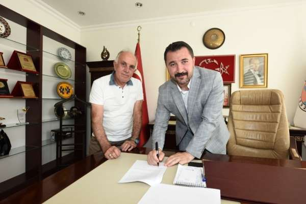 Turhal'a ilki yapılacak olan yarı olimpik kapalı yüzme havuzu projesi imzalandı