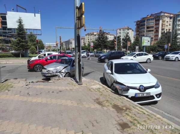 Elazığda trafik kazası: 2 yaralı