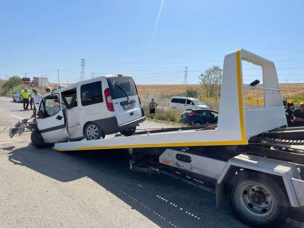 Geliboluda feci kaza, araçlar kafa kafaya çarpıştı: 2 ölü