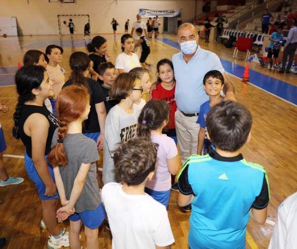 Genç basketbolcuların formaları Türkyılmazdan