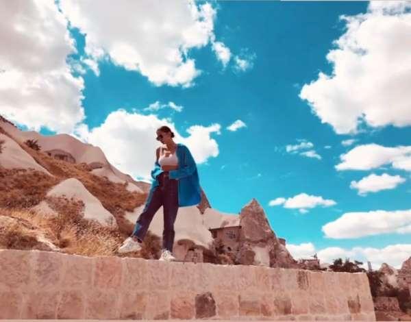 Güzel oyuncu Demet Özdemirin Kapadokya fotoğraflarına beğeni yağdı