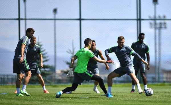Konyaspor yeni sezon hazırlıklarına Erzurumda devam ediyor