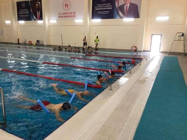 Kulada 800 öğrenciye yüzme kursu