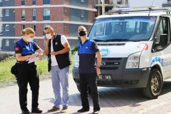 Atakum zabıtasından korona virüslü vatandaşlara karantina kontrolü