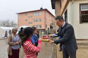 Amasya'dan Elazığlı depremzede çocuklara yüzlerce oyuncak ve mektup
