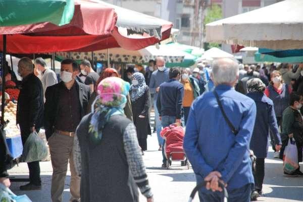 Tokat'ta Çarşamba pazarında yoğunluk