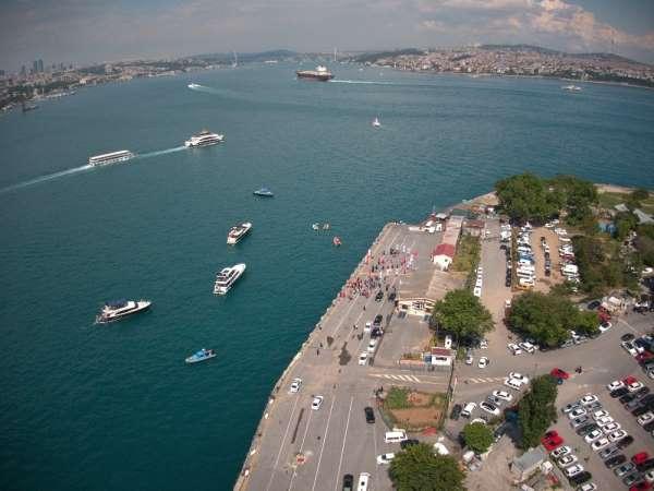 Gençlik ve Spor Bakanı Kasapoğlu, Türk bayraklı tekneleri selamladı