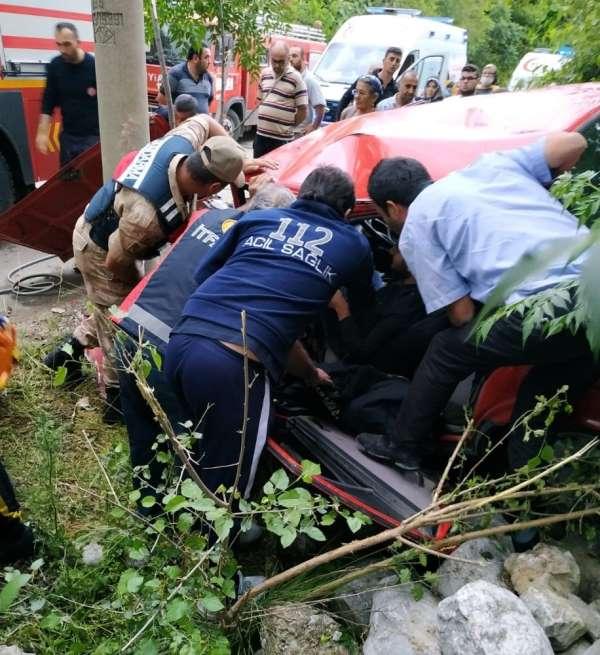 Tavuğa çarpmamak için kaza yaptı: 2 yaralı
