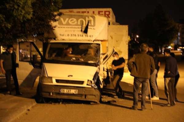 Başkentte trafik kazası: 1i ağır 4 yaralı