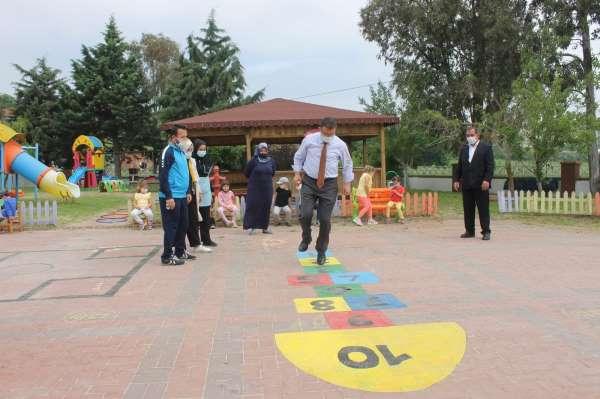Milli Eğitim Müdürü Yıldız çocuklarla oyun oynadı