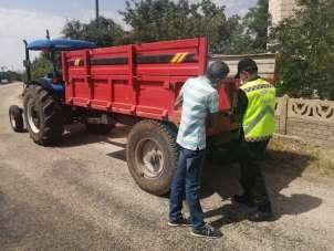 Elazığ'da kazalara karşı önlem, römorklara reflektör takıldı