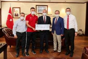 Avrupa Güreş Şampiyonası Karadeniz'e Başkan Zolan'dan 50 bin TL'lik ödül