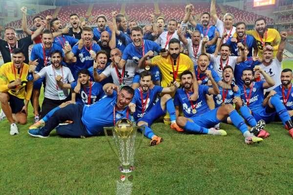 TFF 1 Lige yükselen Tuzlaspor, kupasını aldı