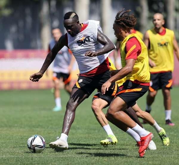 Galatasarayda Patrick van Aanholt ilk kez takımla çalıştı