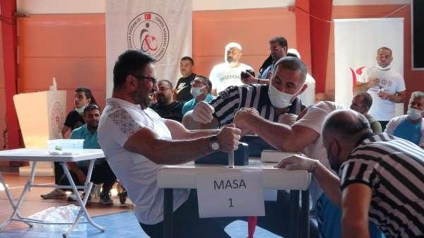 Türkiye Bedensel Engelliler bilek güreşi müsabakaları Çankırıda