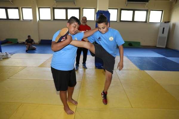 Yüreğir Belediyesi Spor Kulübünden 2 güreşçiye milli davet
