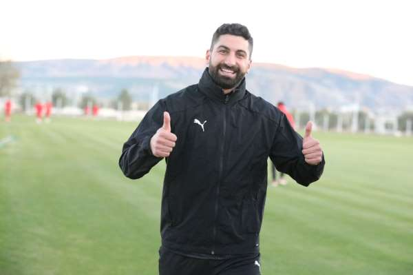 Sivassporda kaleci Muammer korona virüsü atlattı!