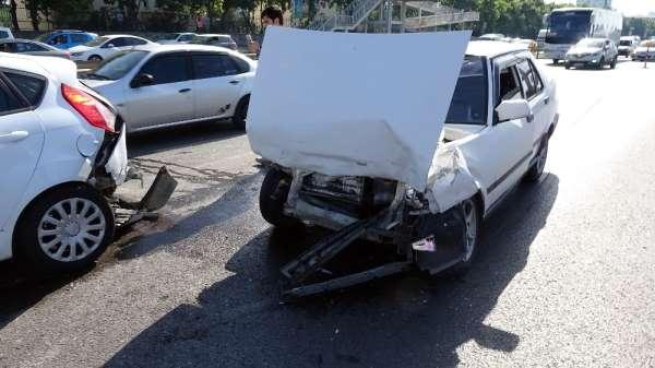 E-5'te zincirleme kaza: 5 araç birbirine girdi