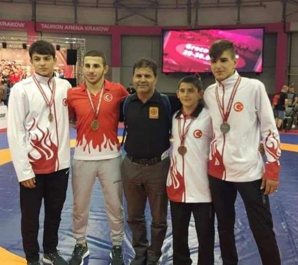 U15 Güreş Takımı'ndan Polonya'da 4 madalya