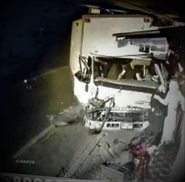 5 kişiye çarpıp markete giren kamyonun kazası kamerada