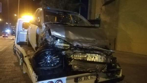 İzmir'de feci kaza: 1'i ağır, 5 yaralı
