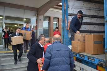 Depremzedeler için toplanan yardımlar yola çıktı