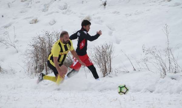 Şehidin anısına düzenlene futbol turnuvasının şampiyonu Çatıksu Taşlıbend Spor o