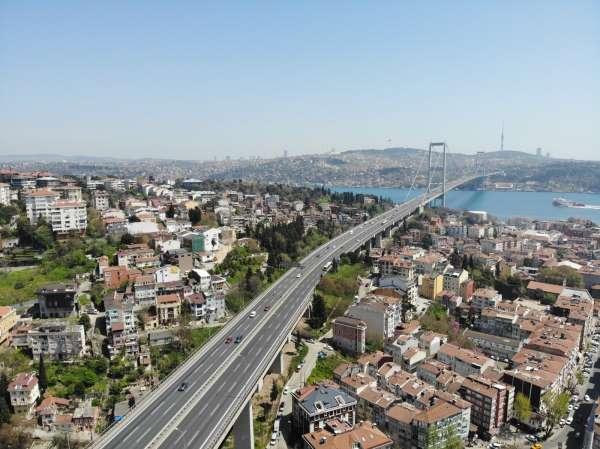 Tam kapanmanın ilk gününde 15 Temmuz Şehitler Köprüsünde denetim yoğunluğu