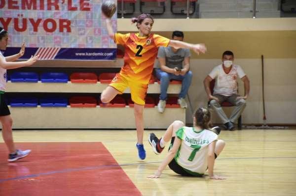 İşitme Engelliler Kadınlar Hentbol Türkiye Şampiyonası devam ediyor