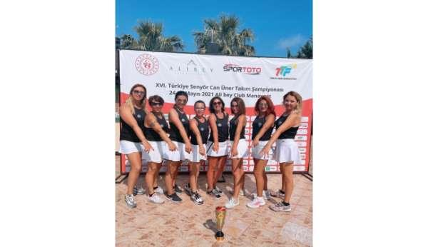 Mezitli Belediyesinin tenisçileri Antalyadan şampiyonlukla dönüyor