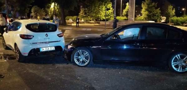 Kırmızı ışıkta geçti, 4 arabanın kaza yapmasına sebebiyet verdi