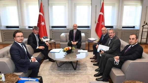 Bakan Karaismailoğlu, Kazakistan Cumhuriyeti Ankara Büyükelçisi Saparbekulyu makamında kabul etti