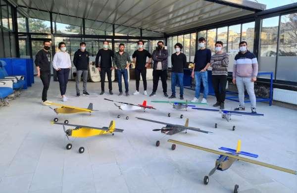 Kapadokya Üniversitesi öğrencilerinin ürettiği model uçaklar Ürgüpte yükseldi
