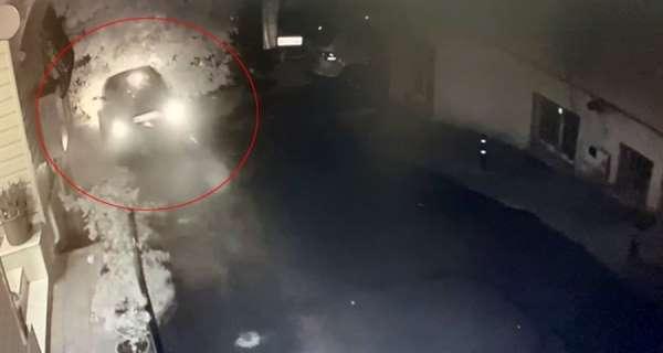 Rampada kayan aracın bariyerleri aşarak caddeye uçtuğu kazanın güvenlik kamerası görüntüleri ortaya çık