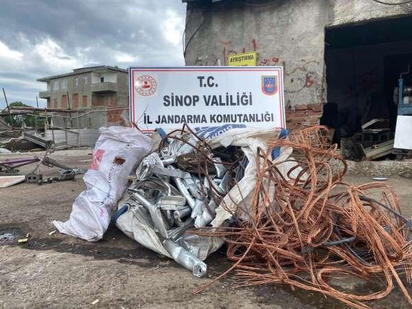 Sinopta çalıntı bakır kablo ve alüminyum korkuluk ele geçirildi