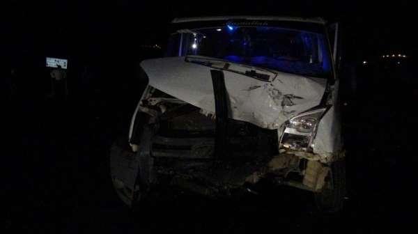 Batman'da trafik kazası: Hurdaya dönen araçlardan sağ kurtuldular