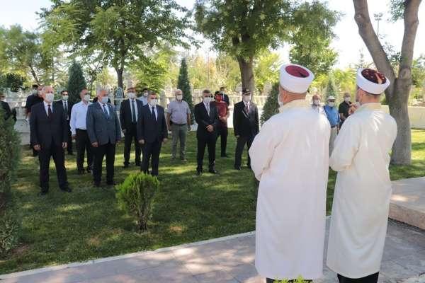 Karaman'da korona virüs tedbirleri altında şehitlik ziyareti