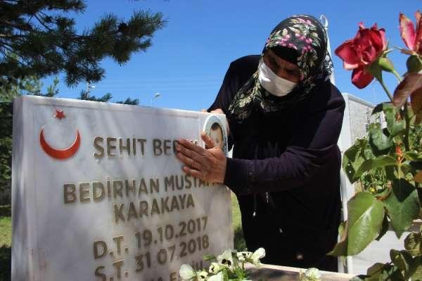 Şehit Bedirhan bebek ve annesi mezarı başında anıldı