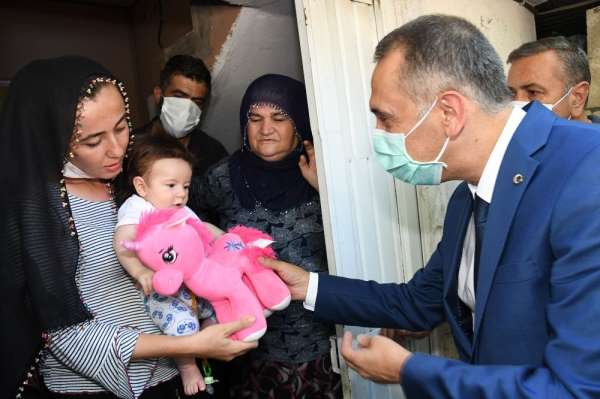 Vali Mahmut Çuhadar ve il protokolünden şehit ailelerine bayram ziyareti