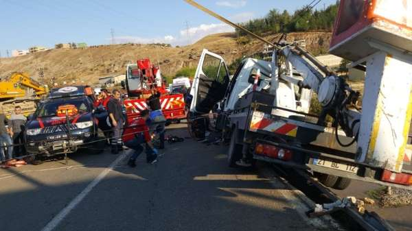 Siirt'te trafik kazası: 1'i ağır 2 yaralı