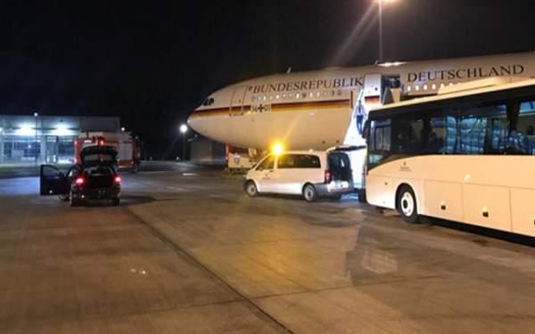 Merkel'in Uçağı Acil İniş Yaptı