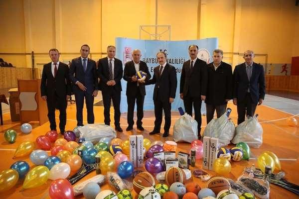 Bayburt'ta okullara eğitim ve spor malzemesi desteği