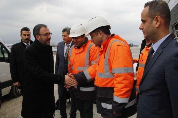 Bakan Kasapoğlu, Hatay Stadı'nda incelemelerde bulundu