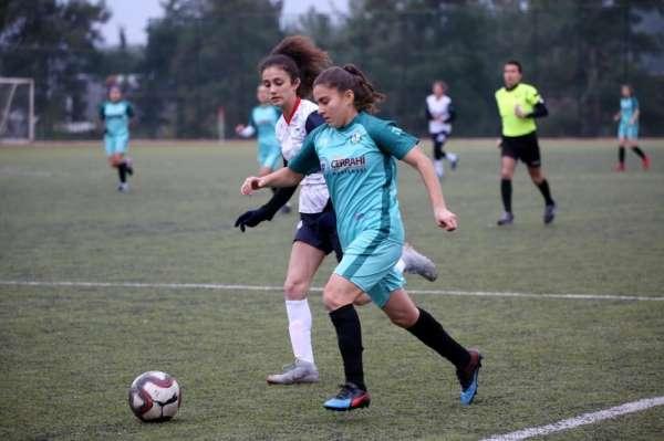 Kadın futbolcular 7. maçını da galibiyetle tamamladı