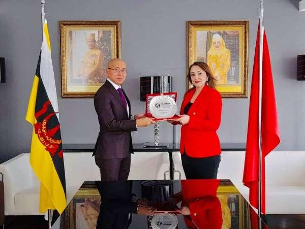 Nezaket Emine Atasoy Brunei Ankara Büyükelçisine ziyarette bulundu