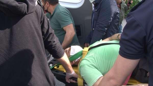 Kadıköyde feci kaza: Direksiyon hakimiyetini kaybeden otobüs sürücüsü büfeye daldı