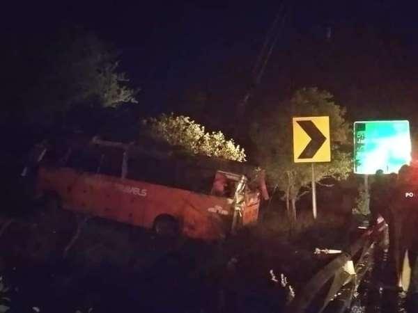 Pakistanda otobüs kazası: 15 ölü, 20 yaralı