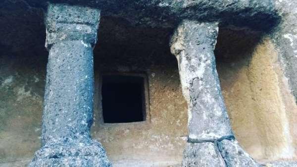 2000 yıllık kaya mezarları ilgi bekliyor